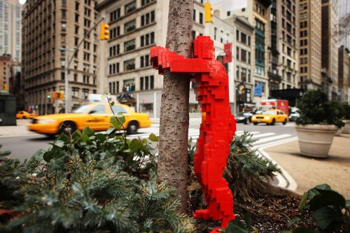 LEGO Tagging by Nathan Sawaya - 1